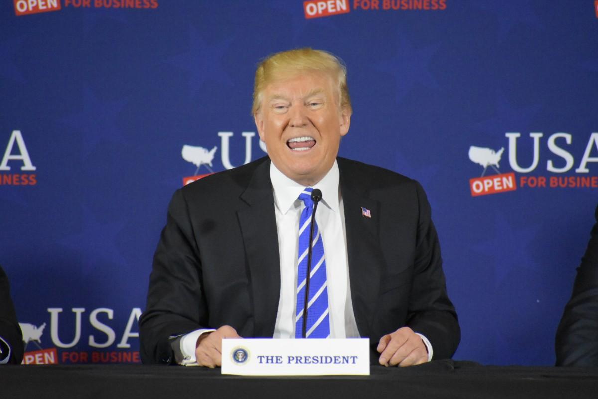 特朗普大骂纽约时报和华盛顿邮报:他们完全疯了!