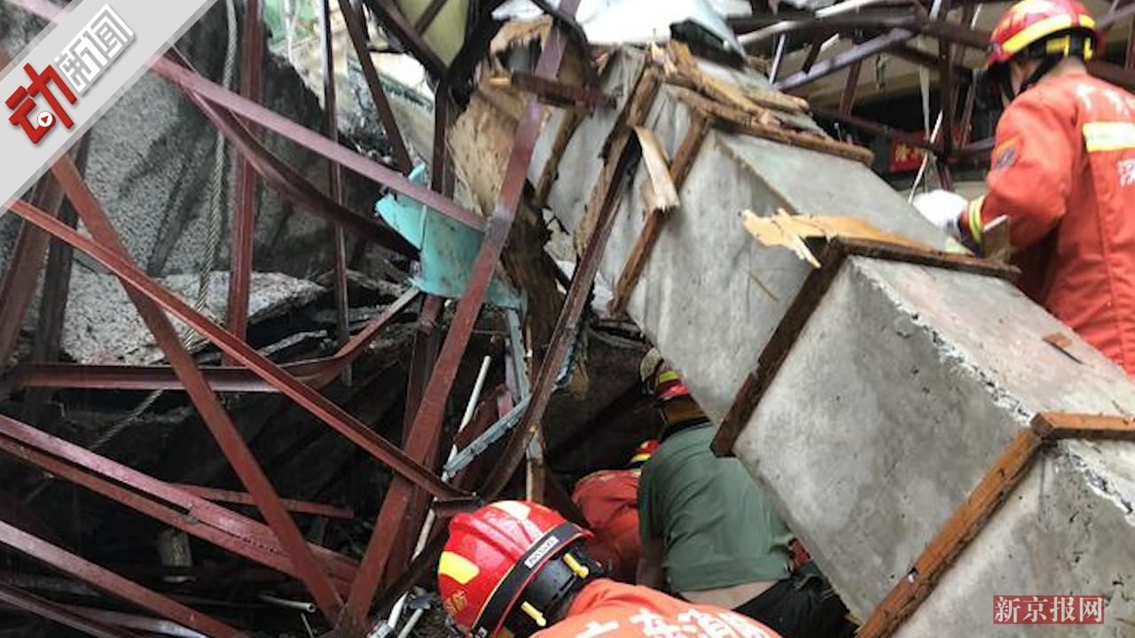 现场:深圳一门楼遮雨棚因暴雨坍塌6人被压 其中4人死亡