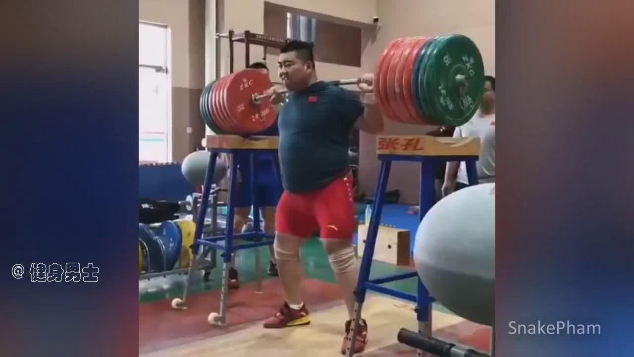 举重运动员的日常训练,都是野兽!