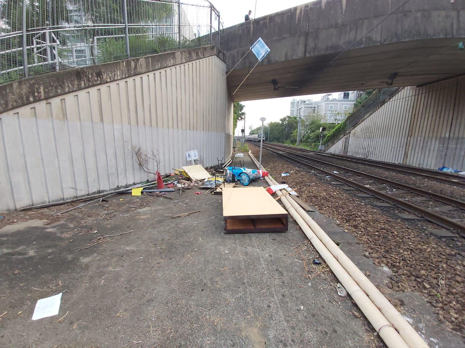 港铁遭暴徒投掷汽油弹 港铁公司