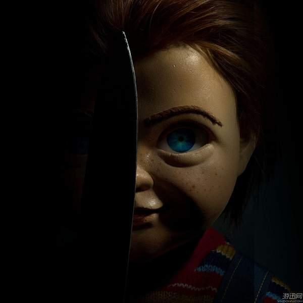 童年阴影《鬼娃回魂》翻拍版剧照 疯女血战恐怖娃娃