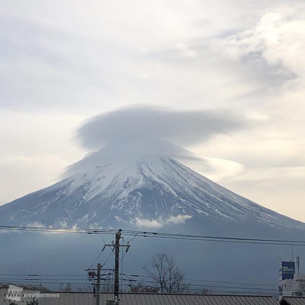 富士山顶的斗笠云(日本天气新闻)
