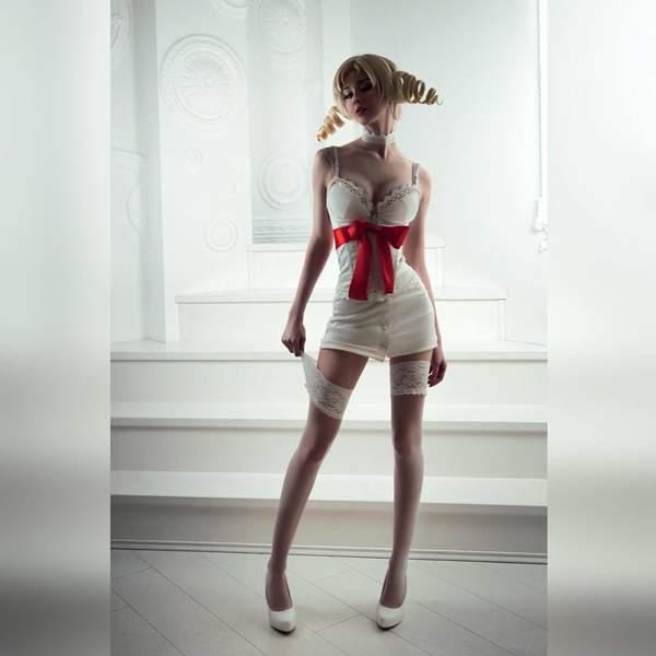 国外美女Cos《凯瑟琳》 傲人上围+白丝美腿诱人至极