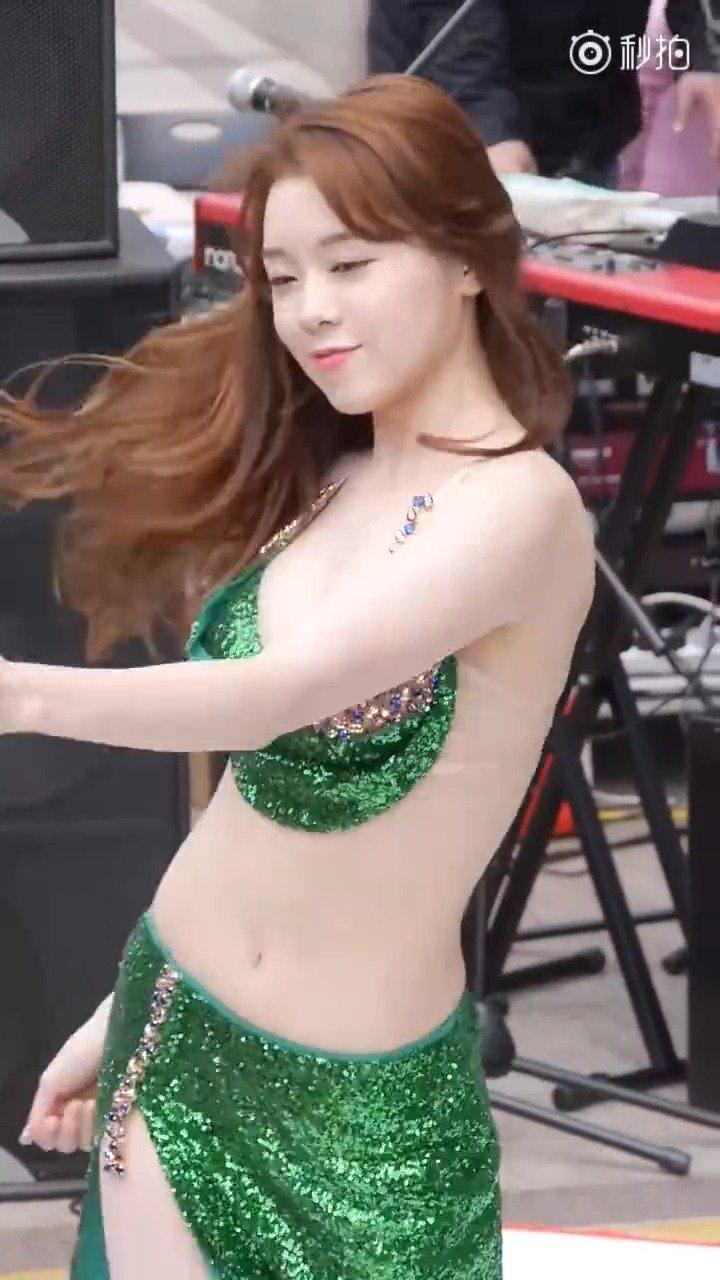 韩国街头艺术文化,女团肚皮舞表演~