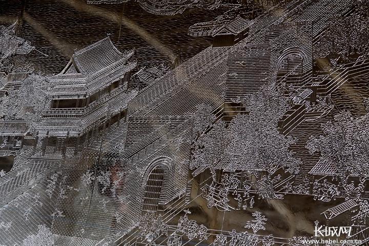 雕刻时光:河北农民5年雕成70米