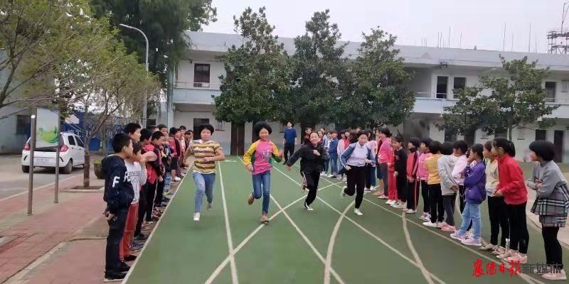 黄集镇中心学校举行2019年秋季小学生运动会