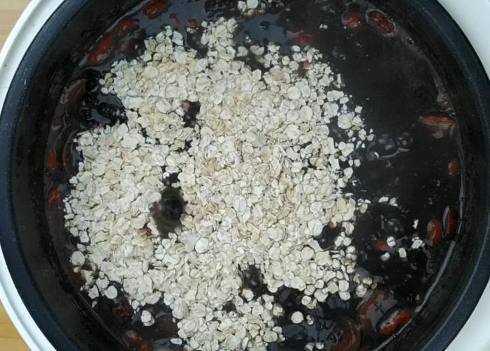 八味食材组成美味粥羹,满满一锅营养精华,老手皆宜的时尚早餐