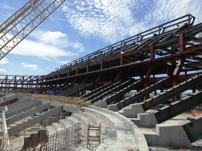 浦东足球场建设进度:今年十月预制看台板吊装