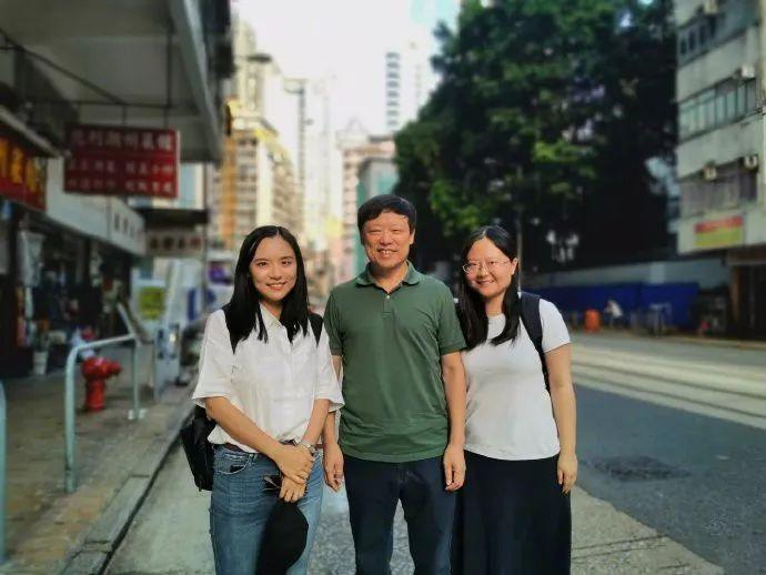 ▲老胡取《全球时报》驻喷鼻港记者开影