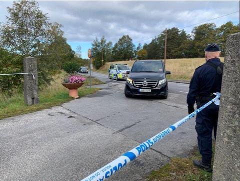 瑞典警圆正在集会现场警戒。(图源:路透社)