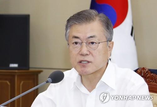 當地時間8月20日下午,韓國青瓦臺,韓國總統文在寅在首席祕書官和輔佐官會議上發言。(圖片來源:韓聯社)