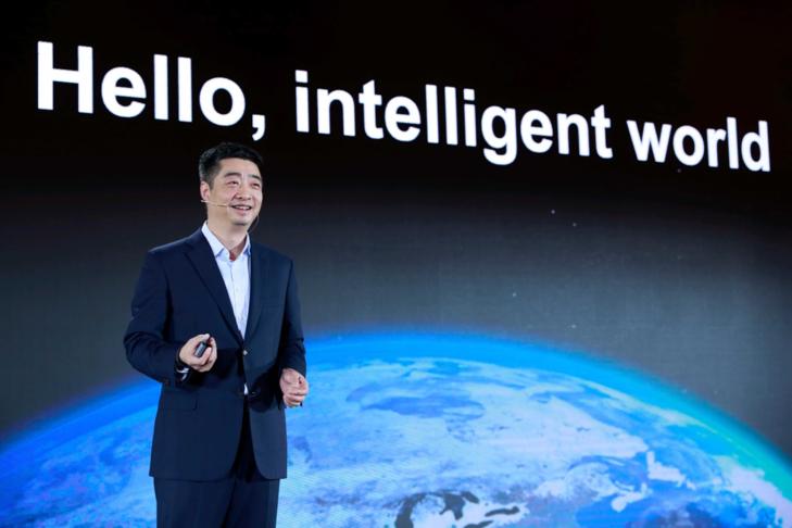 4月16日,胡厚��在第十六届全球分析师大会上发言
