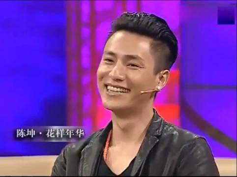 陈坤吐槽赵薇大学时疯叉叉的,现场模仿,把鲁豫逗得哈哈大笑
