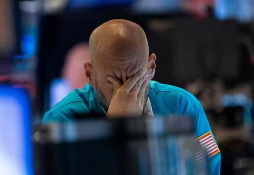 图为买卖员正在好国纽约证券买卖所事情。新华社/法新