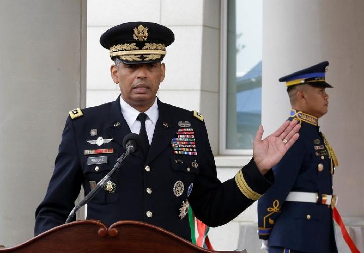 好国驻韩国队伍司令文森特·布鲁克斯正在驻韩好军司令部进驻仄泽基天的典礼上发言 图片滥觞:新华社