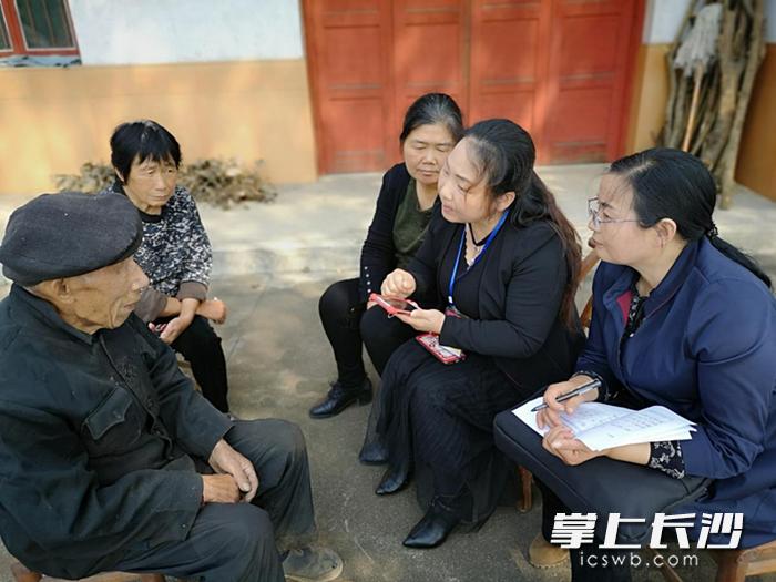 岳麓区雨敞坪镇计划生育协会开展城乡老年人生活状况监测调查