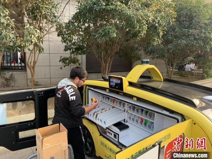 "5G无人售货车亮相武汉闹市 ""招手即停""科技感十足"