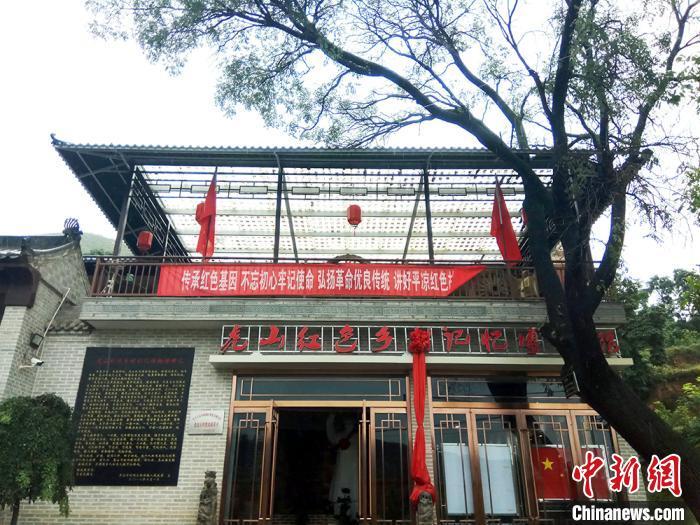 """甘肃农民吃""""百家饭""""建博物馆:"""