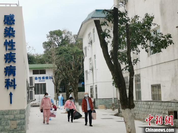广西桂林3名重型危重型新冠肺炎病人治愈出院图片