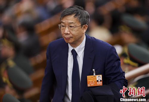 资料图:中国人民银行行长易纲列席会议。 中新社记者 杜洋 摄