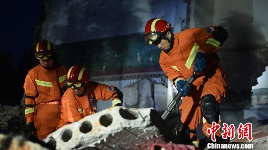 大连消防支队组织开展地震、水域救援拉动演练