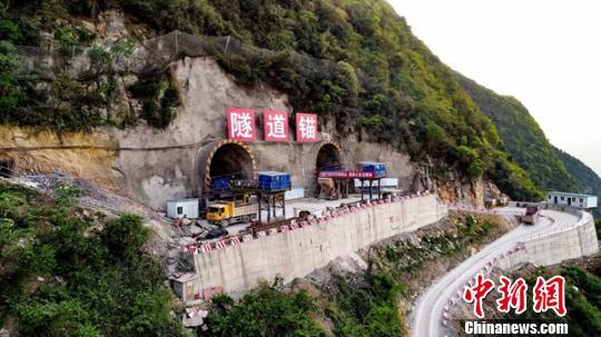 赤水河大桥隧道锚施工现场。 钟旭娟 摄