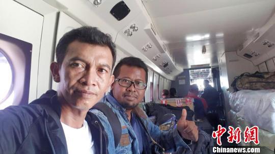 圖?華?印尼公司工程師第一時間乘軍用飛機赴災區。華?印尼公司供圖