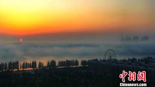 湖北钟祥现平流雾景观 莫愁湖如