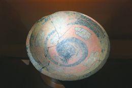 """被誉为""""中华第一龙""""的陶寺出土彩绘龙盘。"""