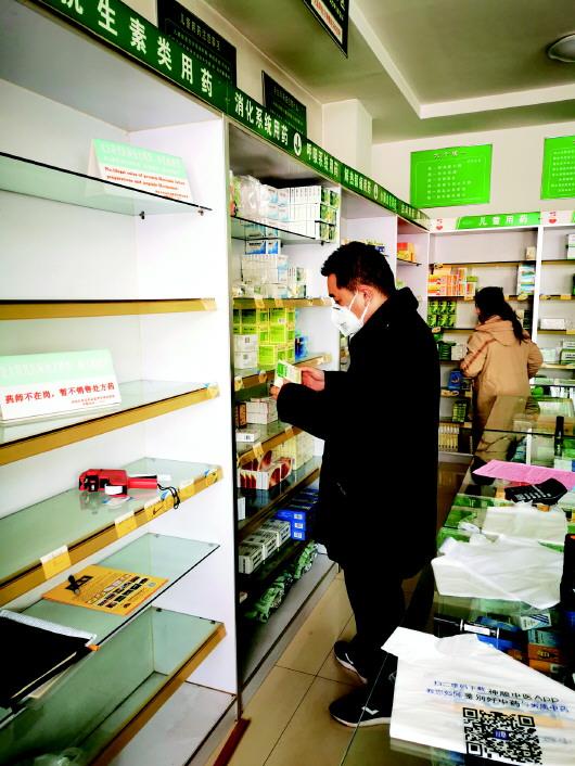 济北市场监管所专项检查退热止咳类药物下架情况