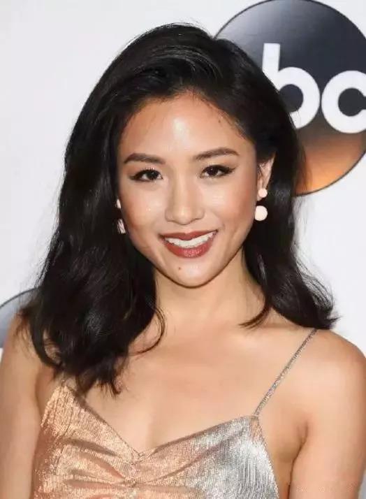 不满张艺谋选角,diss调侃亚裔的黑人,亚裔女星在好莱坞愈挫愈刚!