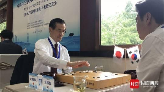中韩日三国委员(议员)参观熊猫基地:围棋是黑白的,熊猫是黑白的