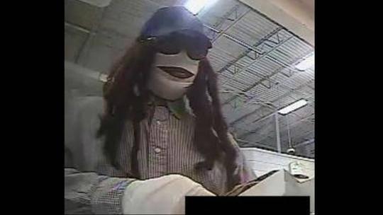 美国黑人男子抢劫时扮成木乃伊,把FBI特工难倒了