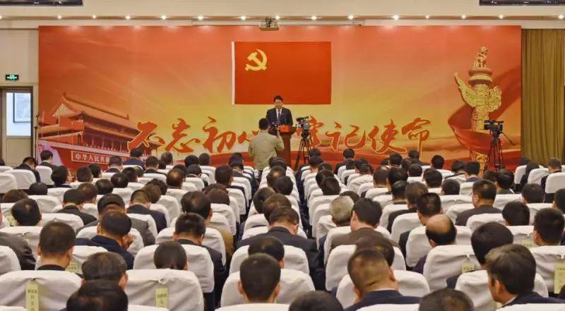 处级党员干部作公开承诺。