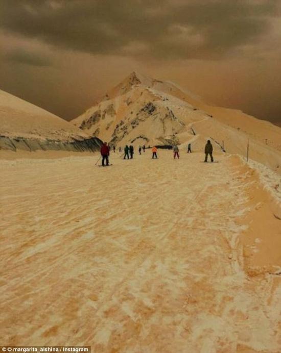 """近日,""""橙色降雪""""席卷俄罗斯,乌克兰,保加利亚,罗马尼亚及其他东欧图片"""