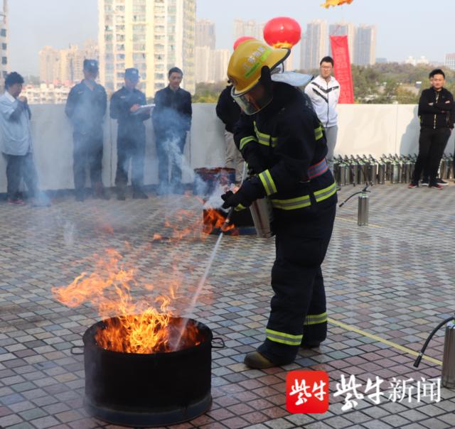 """灭早、灭小和3分钟到场扑救,南京鼓楼区数十家微型消防站""""比武"""""""