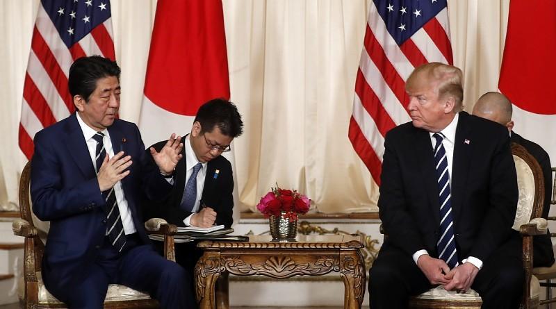 特朗普和安倍(图源:日本《每日新闻》)