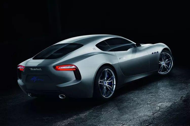 百公里加速2秒,极速超300公里/时!这款纯电动跑车不比燃油车差!