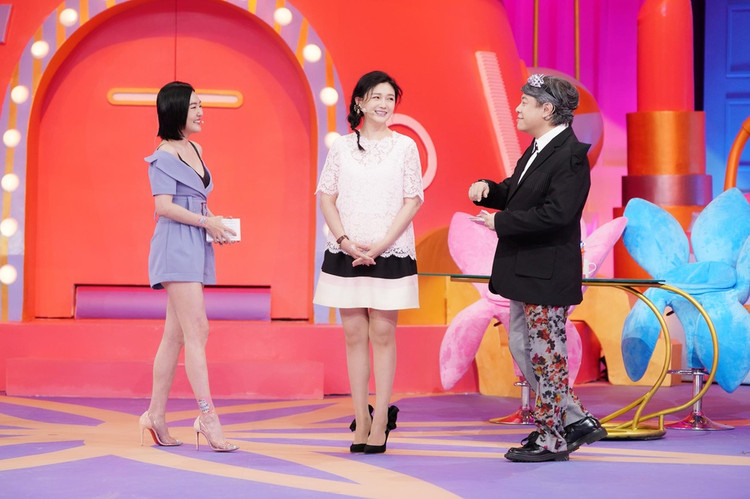 大S复出录小S新节目,连怀三胎衣着宽松身材大不如前