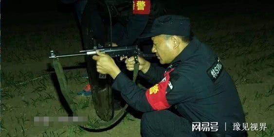 黄牛黑夜突然发疯撞伤2人被特警一枪击毙 狙击现场画面曝光