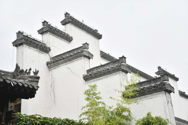 8月4日拍摄的台儿庄古城中的徽派建筑.