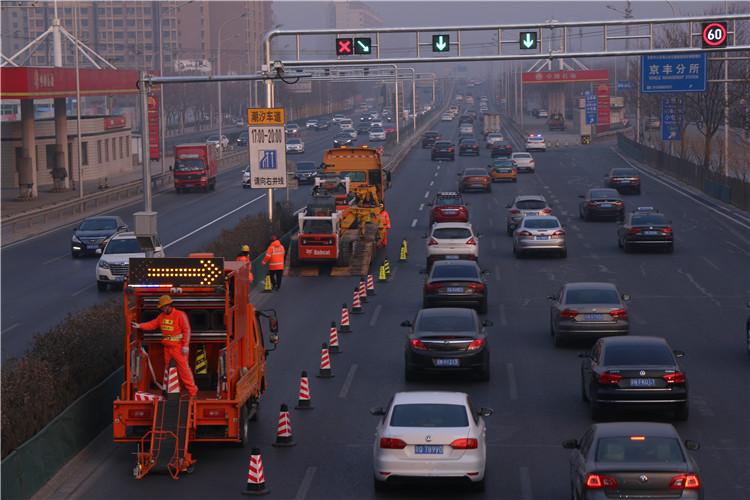 莲石路潮汐车道启用 全长2.7公里