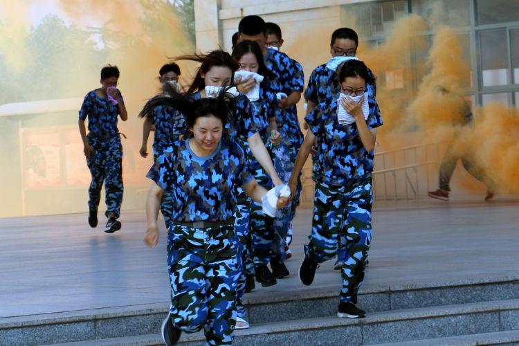 军训不忘安全教育,青岛消防救援支队为孩子送上安全第一课