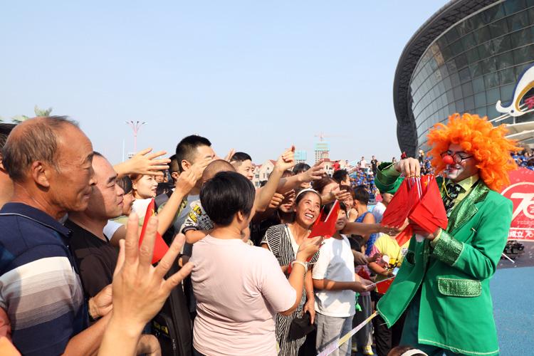 天津儿童唱响《红星闪闪》为祖国庆生|组图