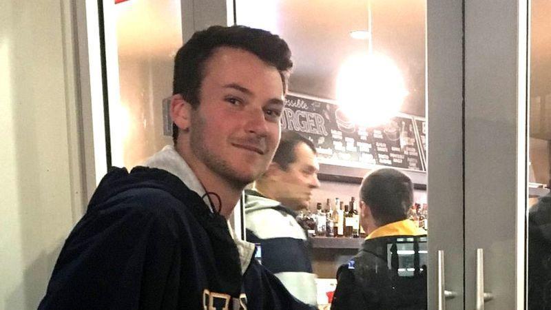 """图示:19岁的埃文⋅麦考马克(Evan McCormack)喜爱这种素食汉堡的""""多汁更脆""""。"""
