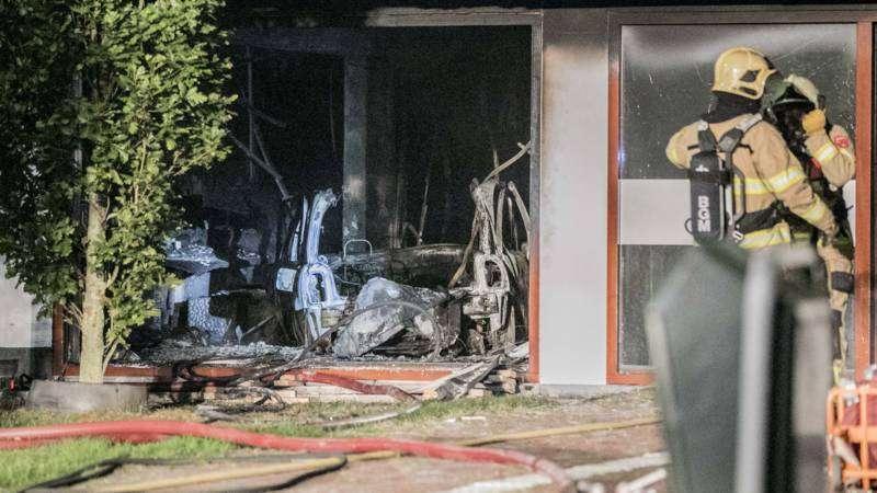 荷兰边境小镇车辆冲撞市政厅 发生爆炸
