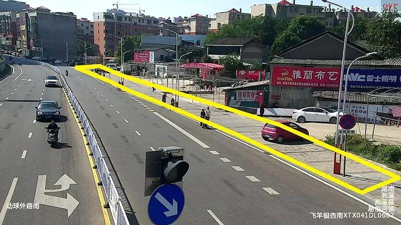 ▲黄色区域的停车标线均被破除
