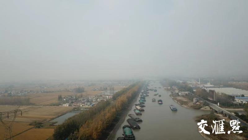 干旱致苏北运河水位再度走低 船舶通行整体有序无积压