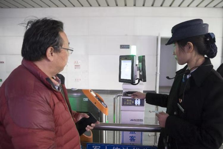 济南西站即将启用电子客票 不用取票刷身份证也能乘车
