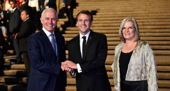 """错夸澳总理夫人""""美味"""" 马克龙仍对英语很自信"""